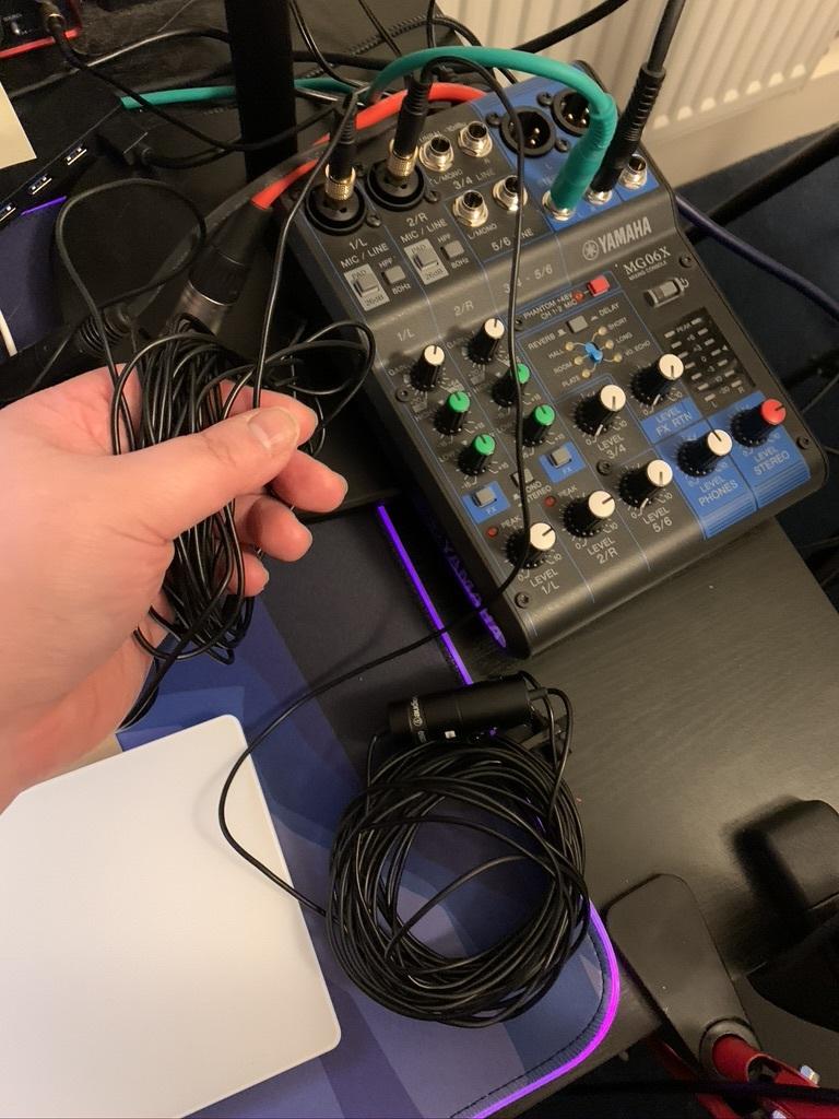 lapel mics with yamaha MG06X